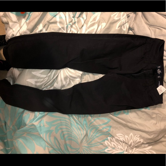 Hollister Pants - Black khaki pants